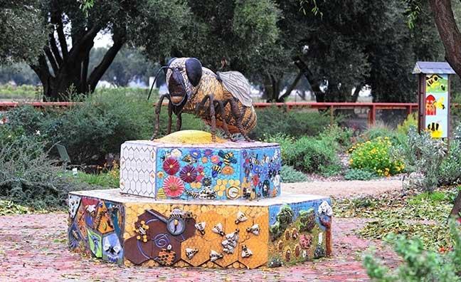 Bee sculpture at Haagen-Dazs Honey Bee Haven